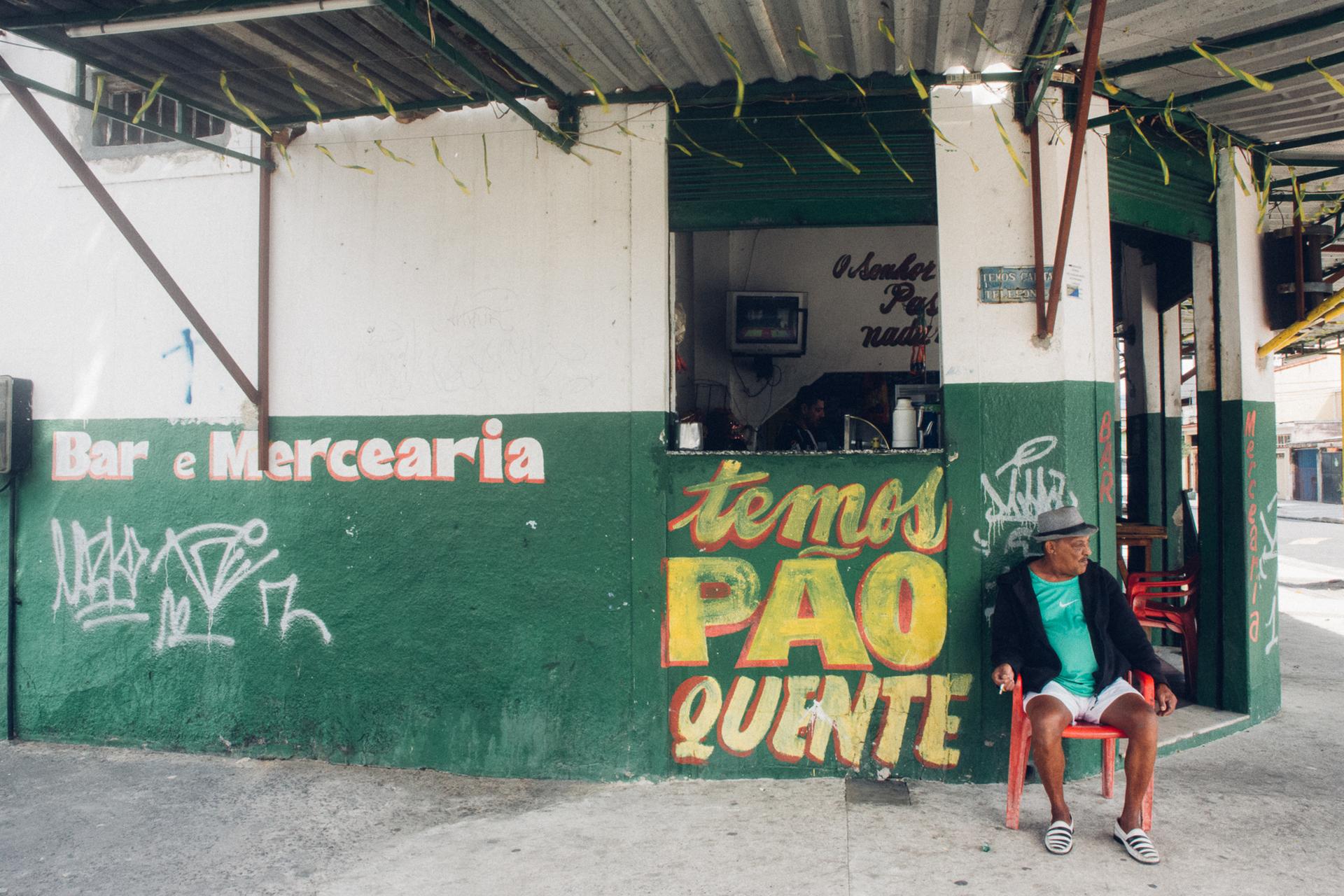 0002_160811_RIO_WATCHING_OLYMPICS_0173_LR