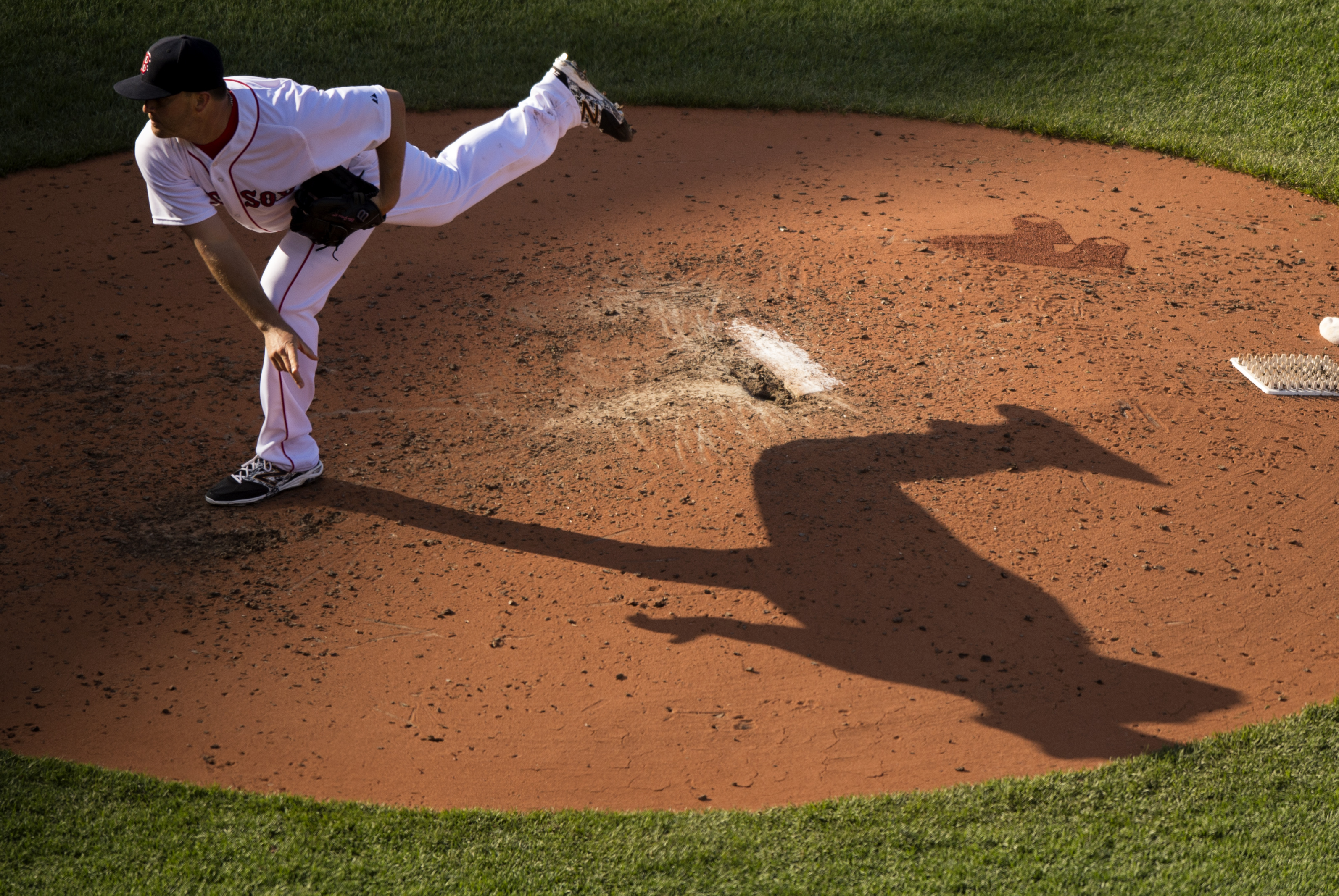 BOSTON, MA - JUNE 4:  Steven Wright #35 of the Boston Red Sox pitches during the sixth inning against the Minnesota Twins at Fenway Park in Boston, Massachusetts on June 4, 2015. (Photo by Michael Ivins/Boston Red Sox/Getty Images)