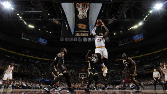 CLEVELAND, OH - JANUARY 4:  LeBron James #23 of the Cleveland Cavaliers goes to the basket against the Toronto Raptors on January 4, 2016 at Quicken Loans Arena in Cleveland, Ohio. NOTE TO USER: User expressly acknowledges and agrees that, by downloading and/or using this Photograph, user is consenting to the terms and conditions of the Getty Images License Agreement. Mandatory Copyright Notice: Copyright 2016 NBAE  (Photo by David Liam Kyle/NBAE via Getty Images)